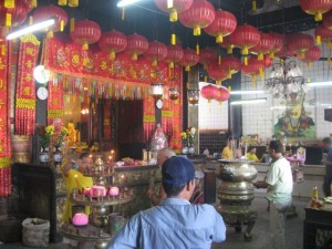 Chinese-new-year-Tempeldienst-inside-Penang-2
