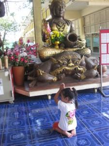 Wat Hauy Mongkhol Kind