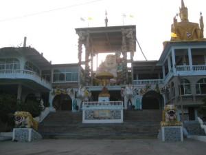 Buddha Tempel mit Beschuetzer